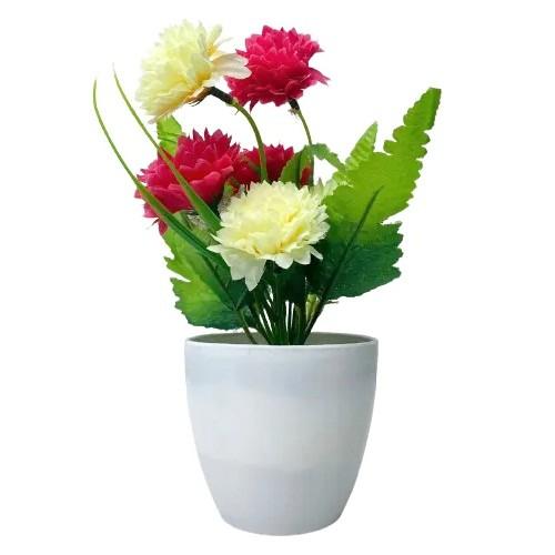 Vaso com arranjo de flores artificiais