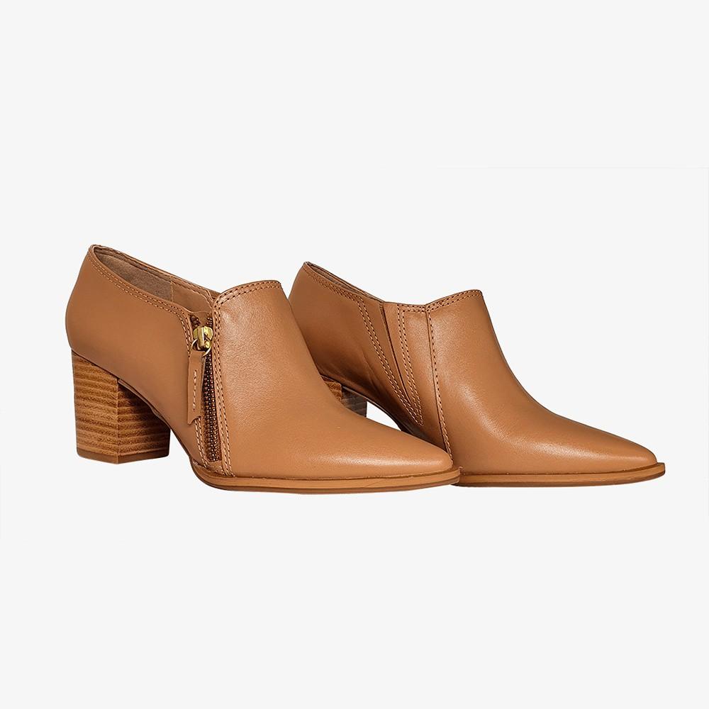 Bota Ankle Boots bico fino salto grosso médio