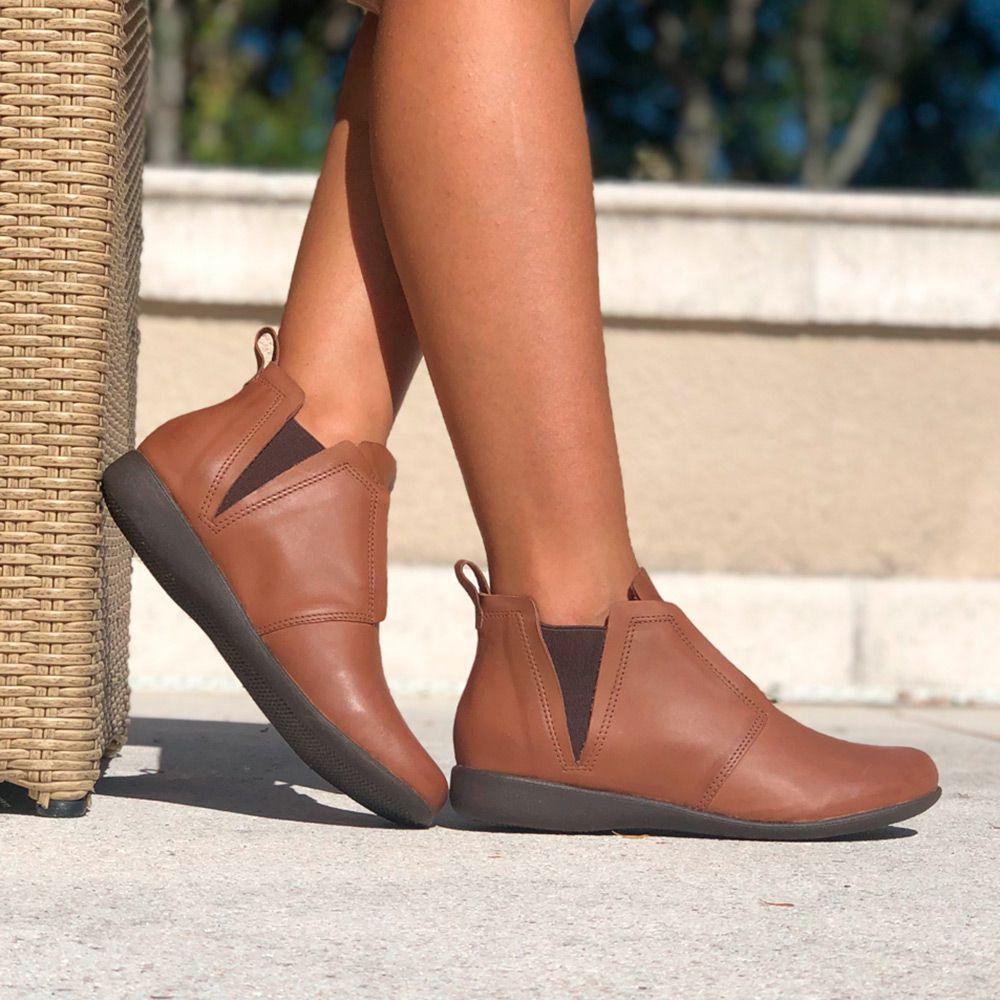 Bota clássica bico redondo flat