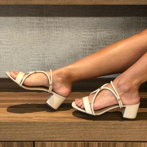 Sandália 2x1 Tamanco com salto médio com tiras reguláveis