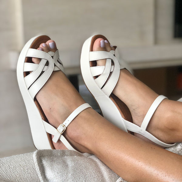 Sandália anabela altura média