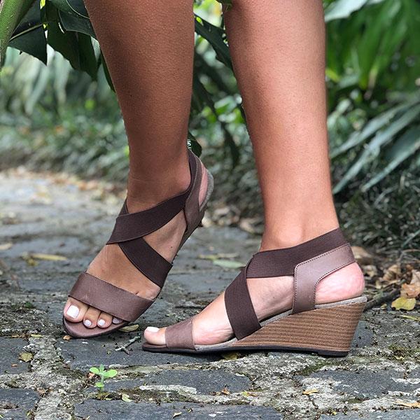 Sandália Anabela altura média com tiras em elástico