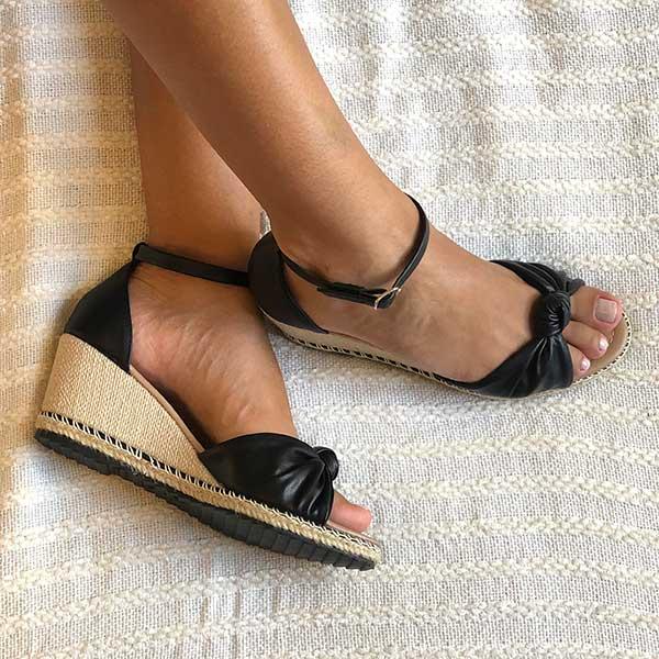Sandália Anabela com tiras com detalhe nó e solado com detalhe corda