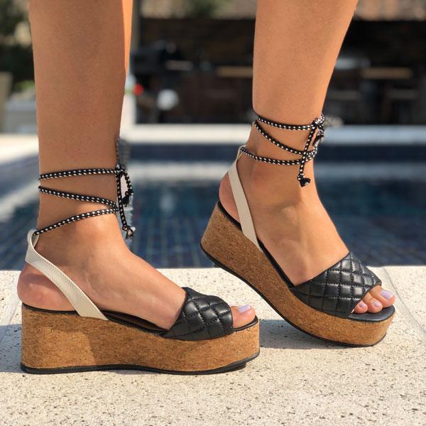 Sandália anabela com tiras largas soft e amarração