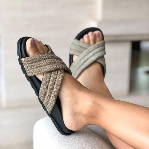 Sandália birken com tiras largas