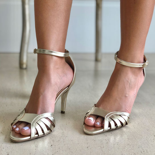 Sandália clássica salto alto