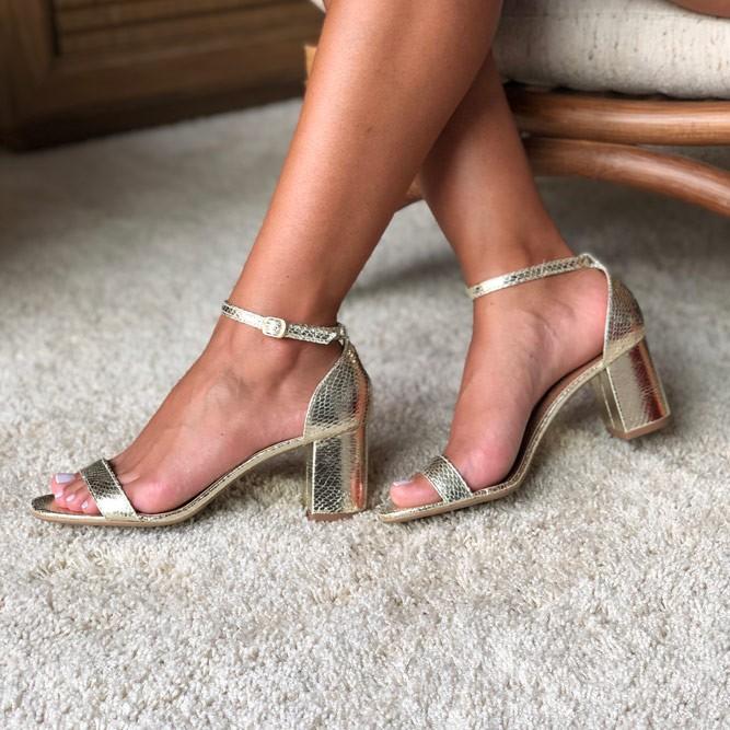 Sandália Clássica salto grosso médio com tira
