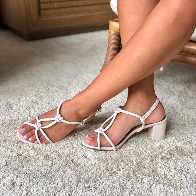 Sandália Clássica salto grosso médio com tiras finas