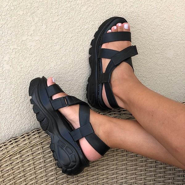 Sandália Flatform altura média c/ tiras largas e velcro