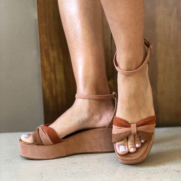 Sandália flatform conforto altura média