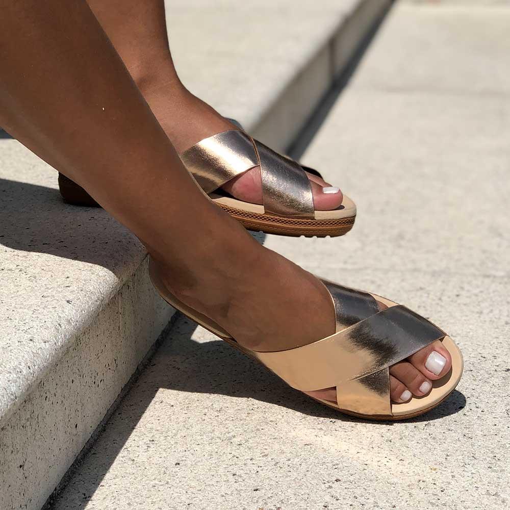Sandália flatform conforto com tiras largas