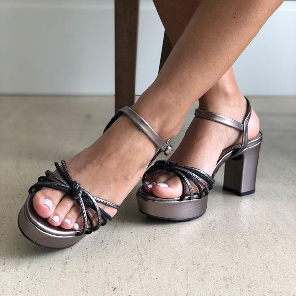 Sandália meia pata alta com tiras finas