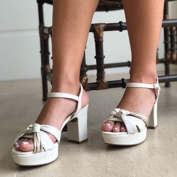 Sandália meia pata alta com tiras finas e tira soft