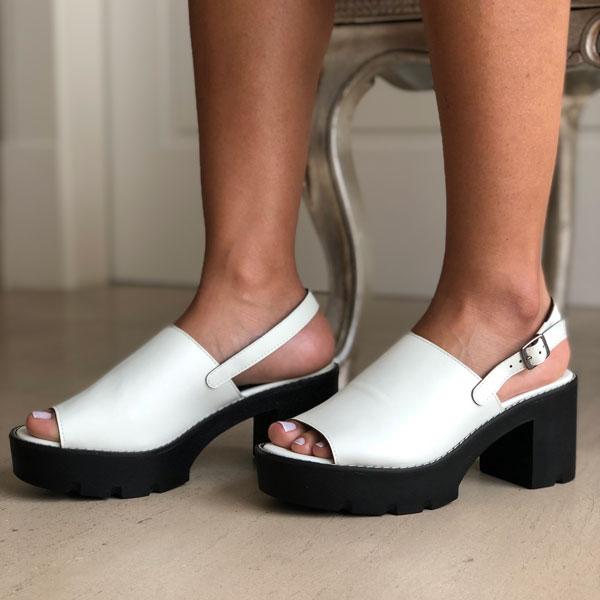 Sandália meia pata alta com tiras largas