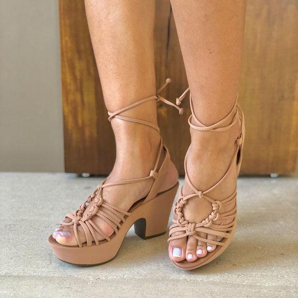 Sandália meia pata salto alto com tiras finas