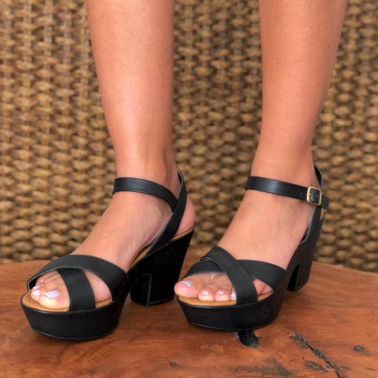 Sandália meia pata salto médio