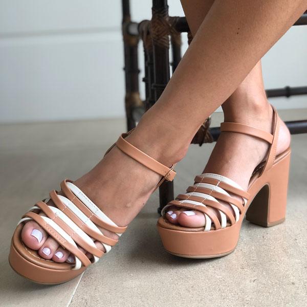 Sandália meia pata salto médio com tiras finas