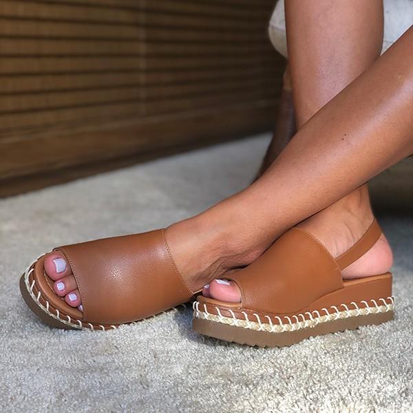 Sandália Plataforma com tira larga e detalhe corda solado