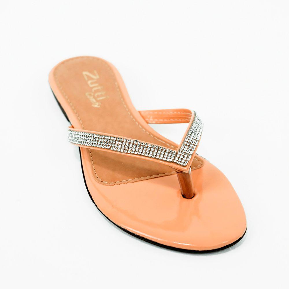 Sandália rasteira com tira fina e detalhe em malha strass