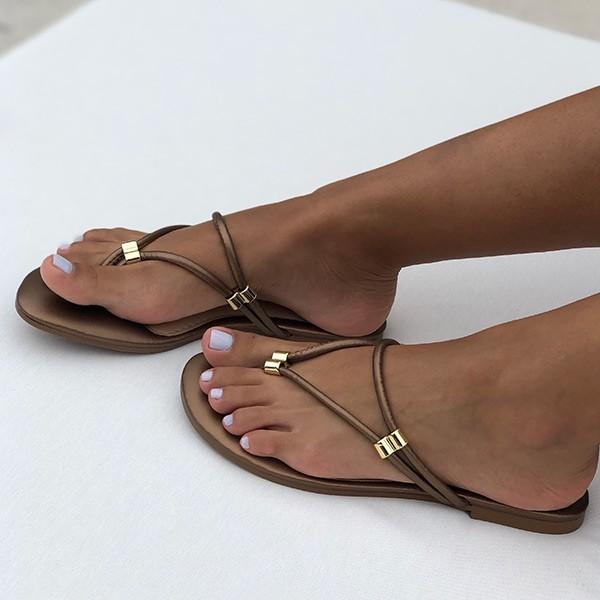Sandália Rasteira Chinelo c/ tiras tiras finas e enfeite em dourado