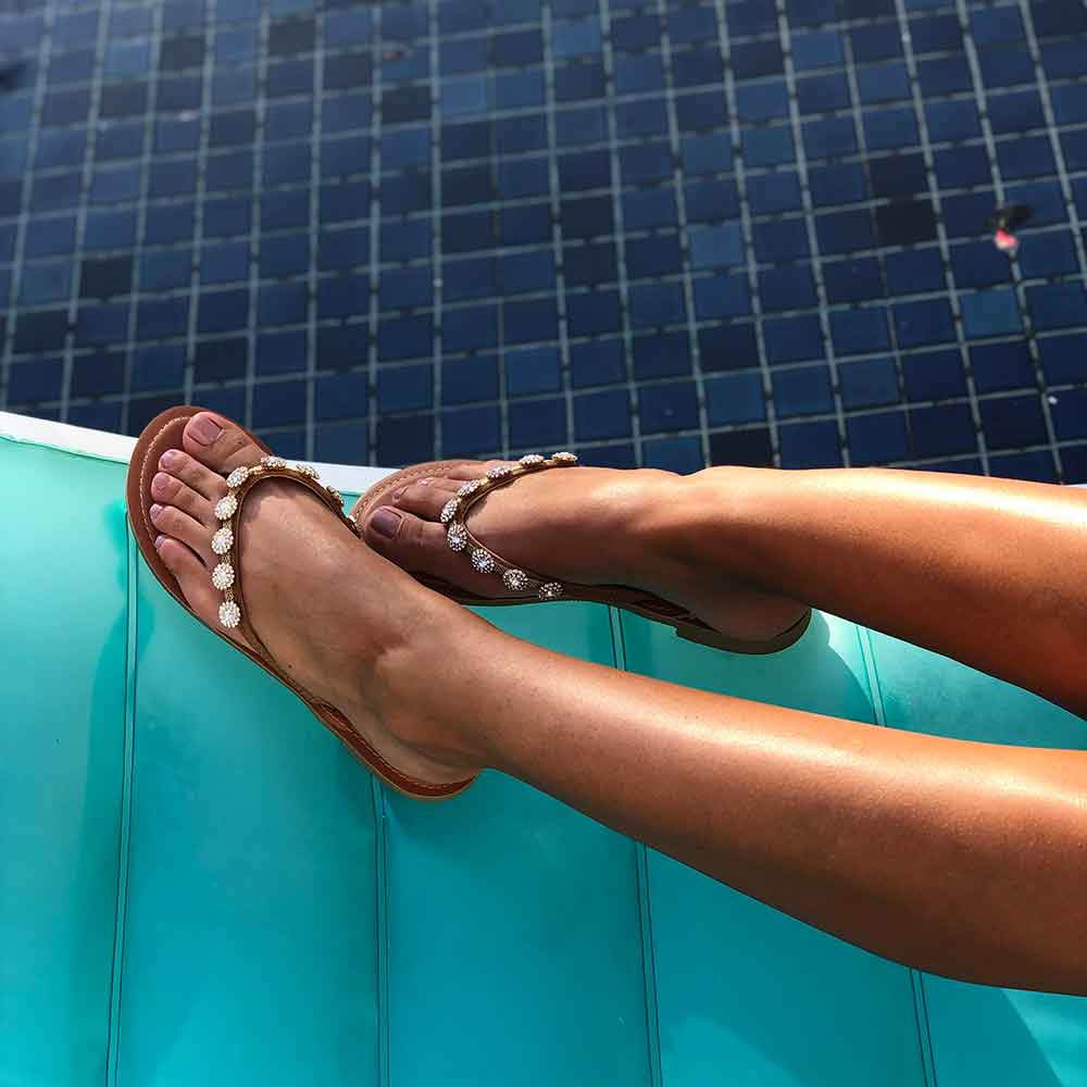 Sandália rasteira Chinelo com enfeites cristal