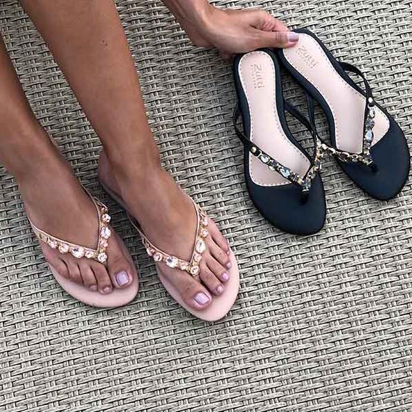 Sandália rasteira chinelo com pedrarias