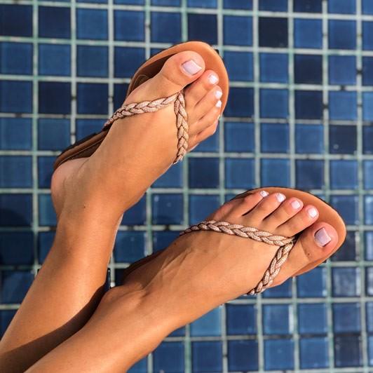 Sandália Rasteira Chinelo com tira em trança