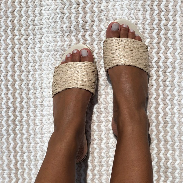 Sandália Rasteira Chinelo com tira em trançado