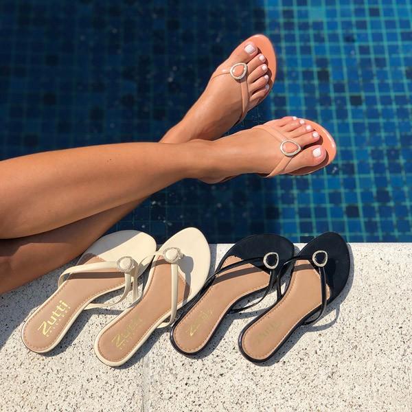 Sandália Rasteira Chinelo com tiras finas e enfeite formato gota