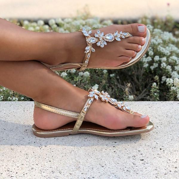 Sandália rasteira com pedrarias