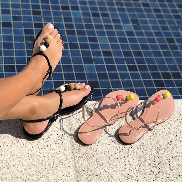 Sandália Rasteira com tira fina detalhe bola