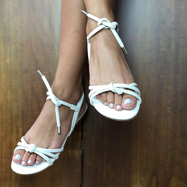 Sandália Rasteira com tiras finas detalhe nó e amarração