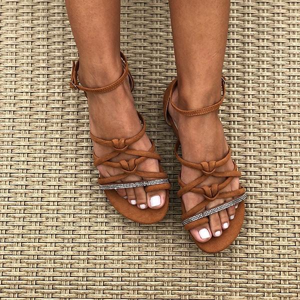 Sandália Rasteira com tiras finas detalhe nó e tira com malha strass