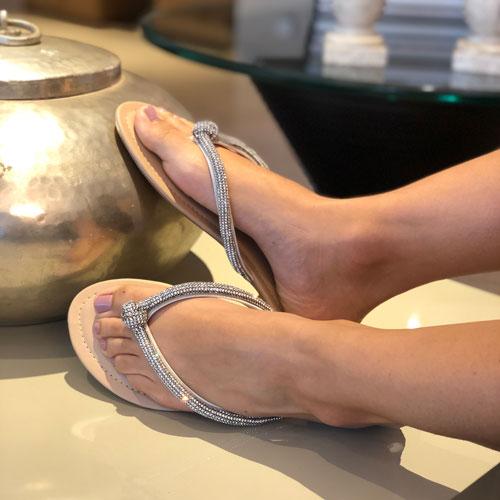 Sandália rasteira strass