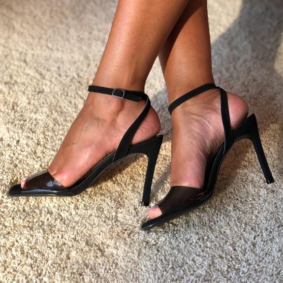 Sandália Salto fino alto com tira em vinil