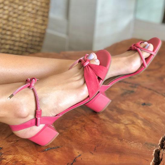 Sandália salto médio com tiras soft