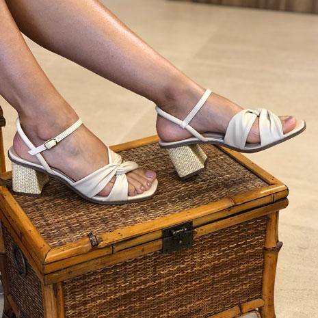 Sandália salto médio com tiras soft entrelaçadas