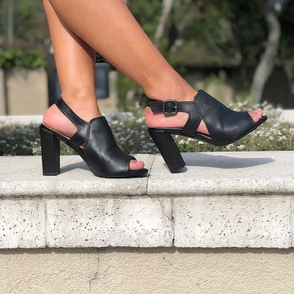 Sandalia Sandal Boot nobuck com fivela