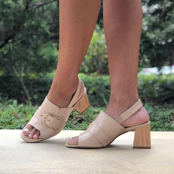 Sandália Sandal Boot salto alto grosso com detalhe fivela