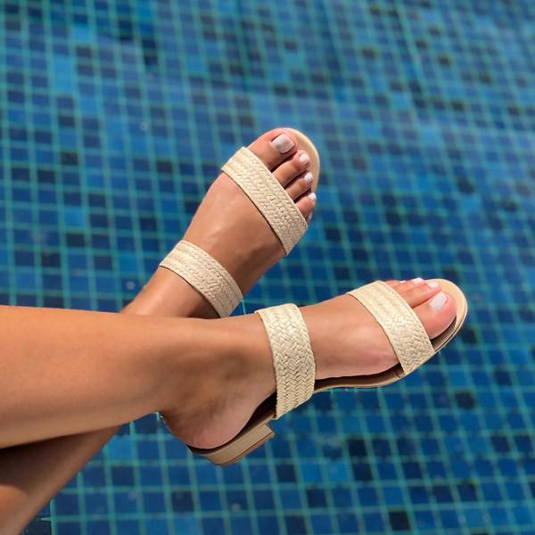 Sandália Tamanco com salto grosso baixo com tiras trançadas