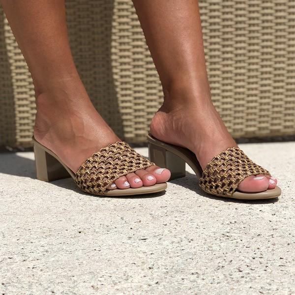 Sandália Tamanco com salto grosso médio com tira em trançado