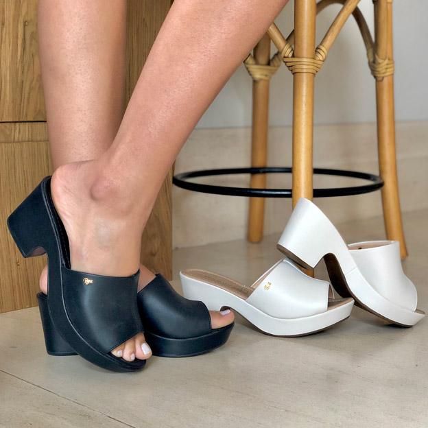 Sandália tamanco meia pata salto grosso médio com tira larga
