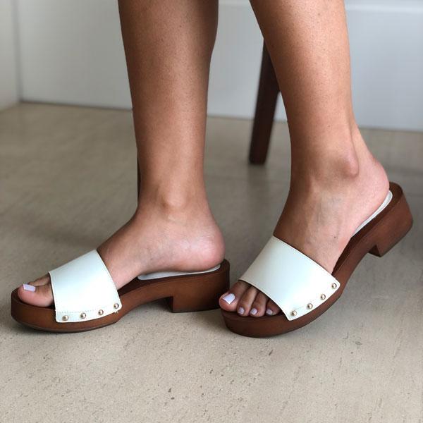 Sandália tamanco salto baixo com tira larga