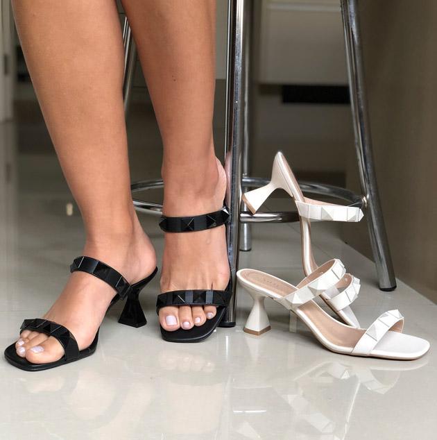 Sandália Tamanco salto grosso médio com tiras finas com apliques