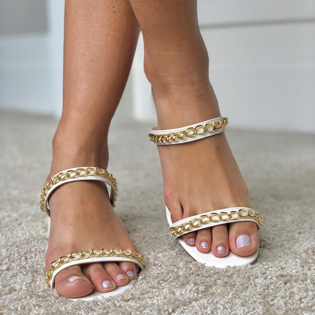 Sandália Tamanco salto grosso médio com tiras finas e detalhe corrente