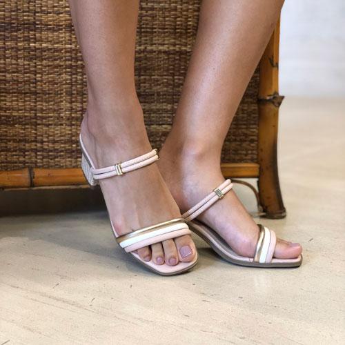 Sandália tamanco salto médio com tiras