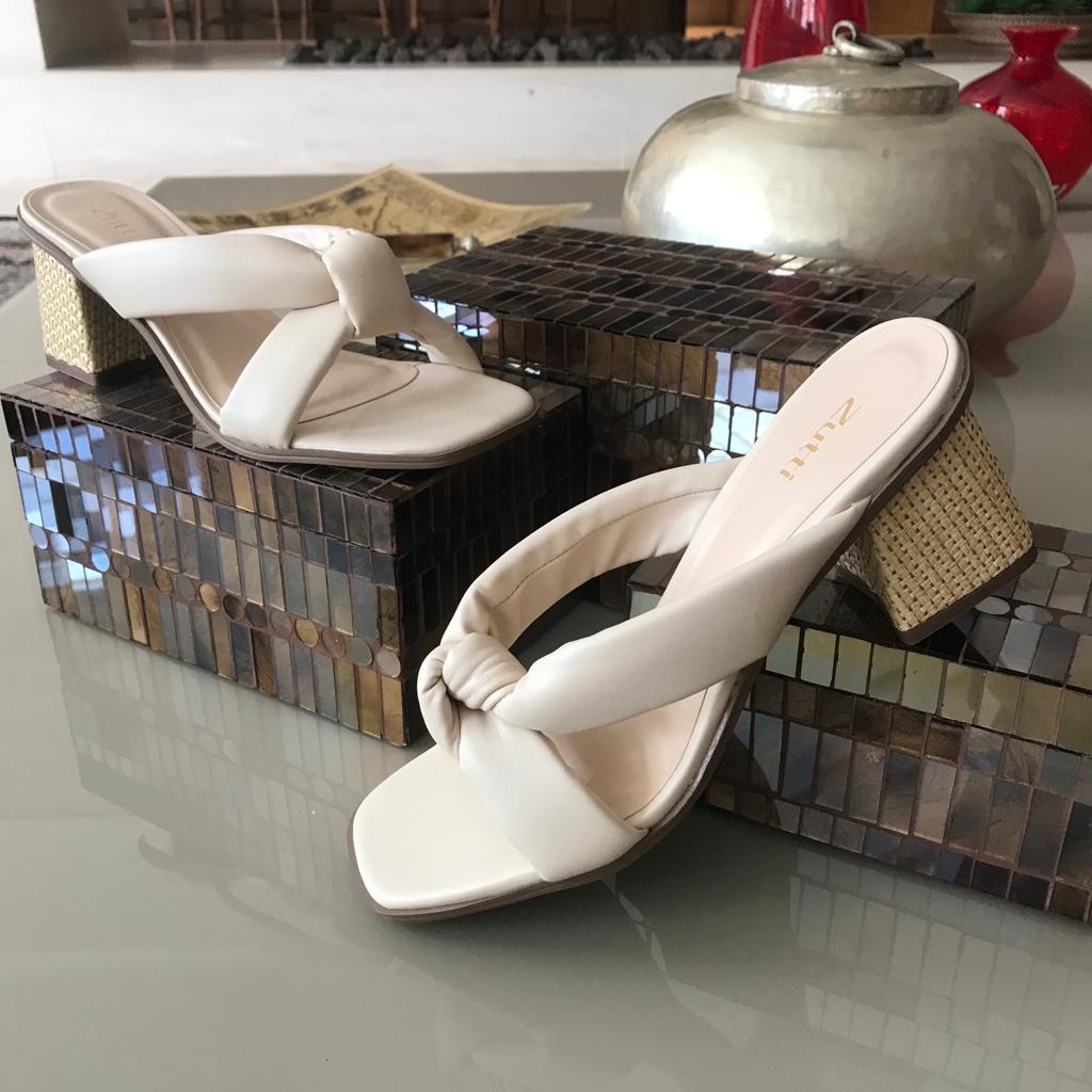 Sandália tamanco salto médio com tiras soft conforto