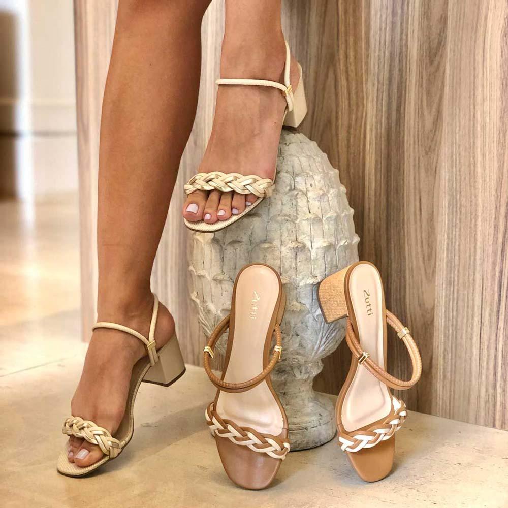 Sandália tamanco salto médio com tiras trançadas
