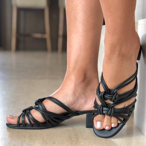 Sandália tamanco salto médio grosso com tiras finas