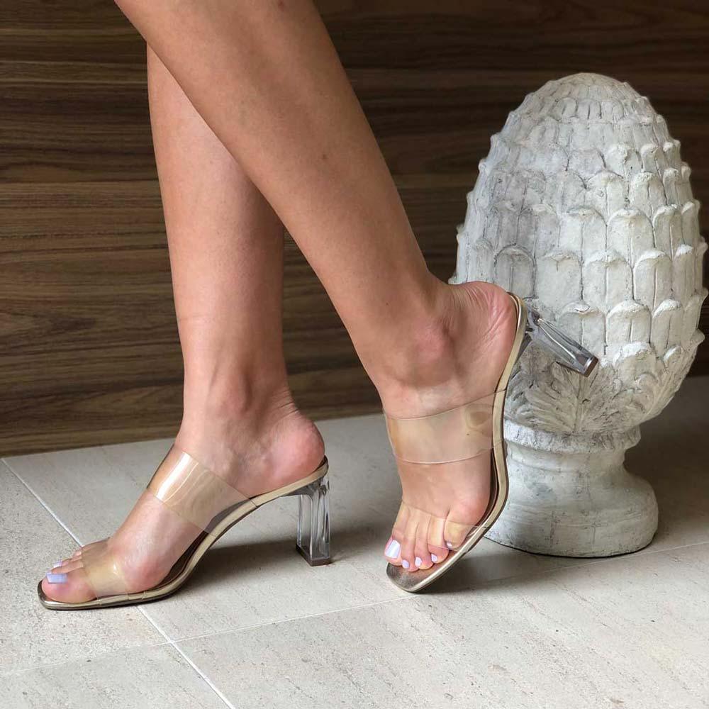 Sandália tamanco tira vinil transparente salto médio acrílico